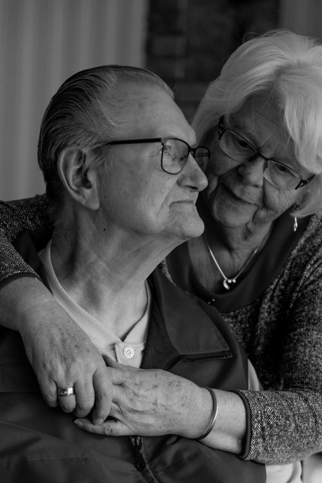 Oma und Opas Herzbilder. Fotoreportage über die Liebe. Authentic Love.