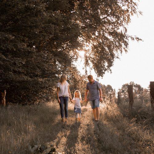 Familienfotoshooting Hachenburg Familie Familienfotos Familienzeit Jana Bleich Fotografie